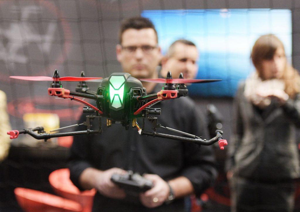 DRONEMASTERS, Berlin: Drohnen im geschäftlichen Umfeld, Halle 16, Stand D50